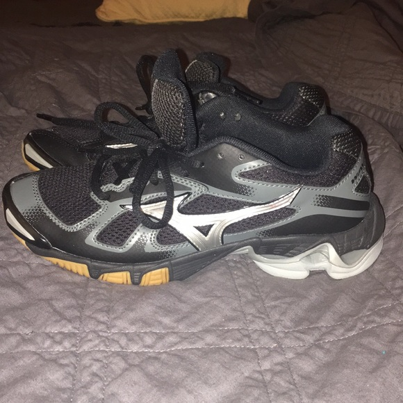 mizuno volleyball shoes size 8.5 gray